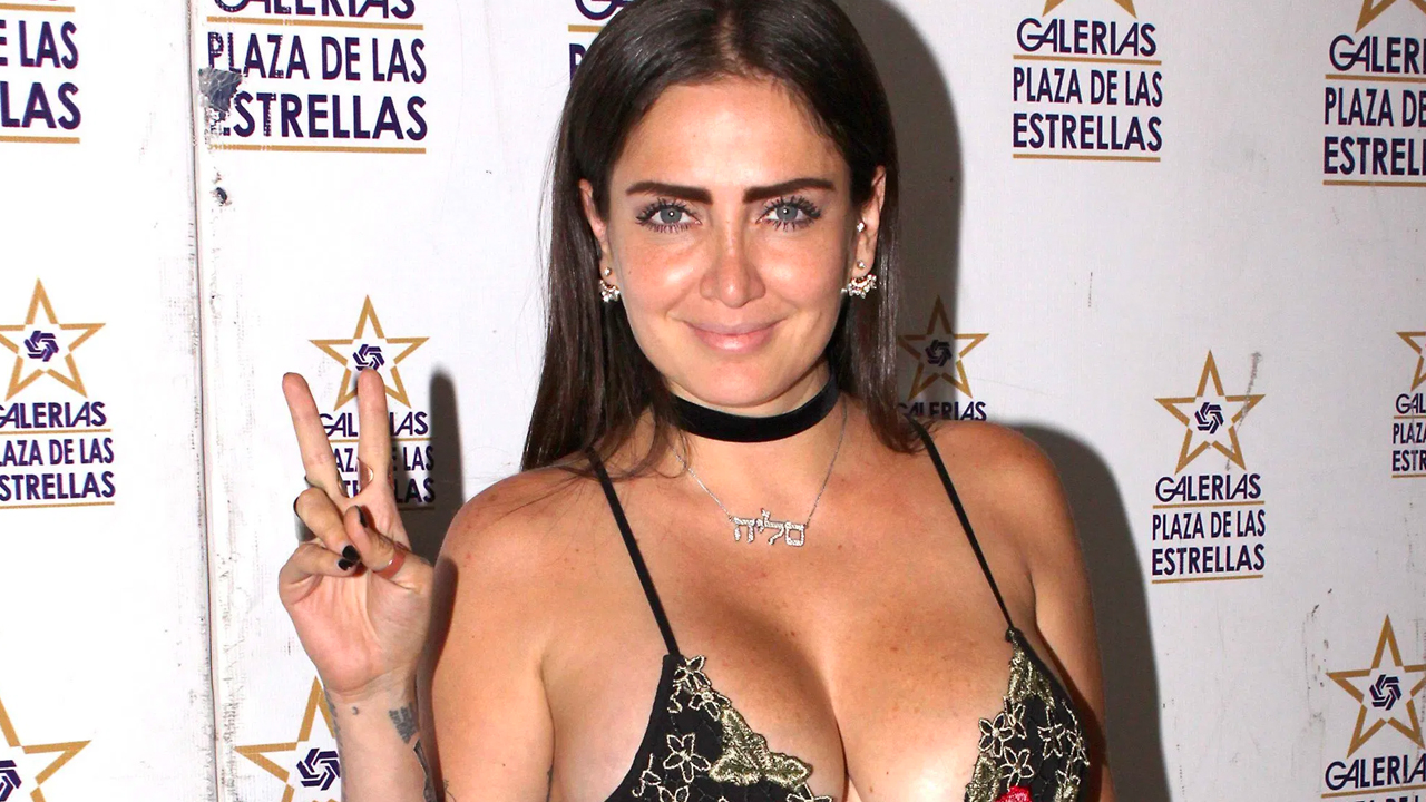 Celia Lora enciente las redes tras presumir ajustada lencería