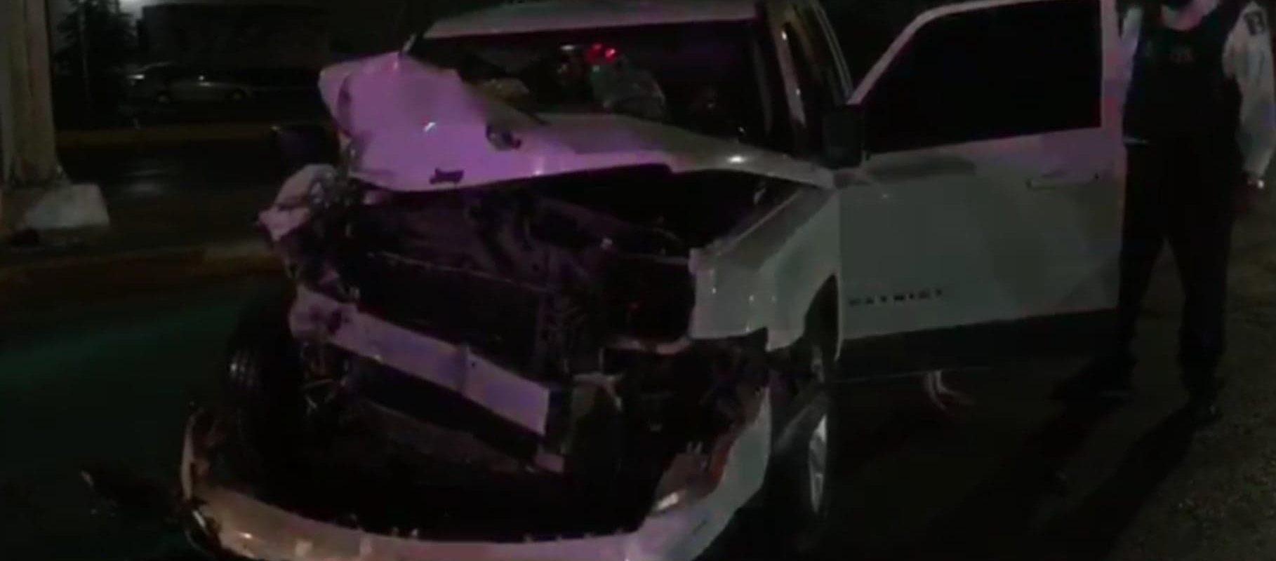 Conductora borracha se estrella contra camión