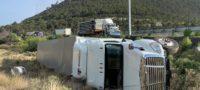 Un trailero perdió el control sobre la carretera 57 a la altura del kilometro 227