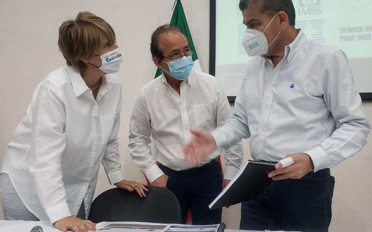 Entrega Yolanda Cantú proyecto de la Cruz Roja