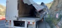Doble accidente en la Carretera 57; daños materiales severos.