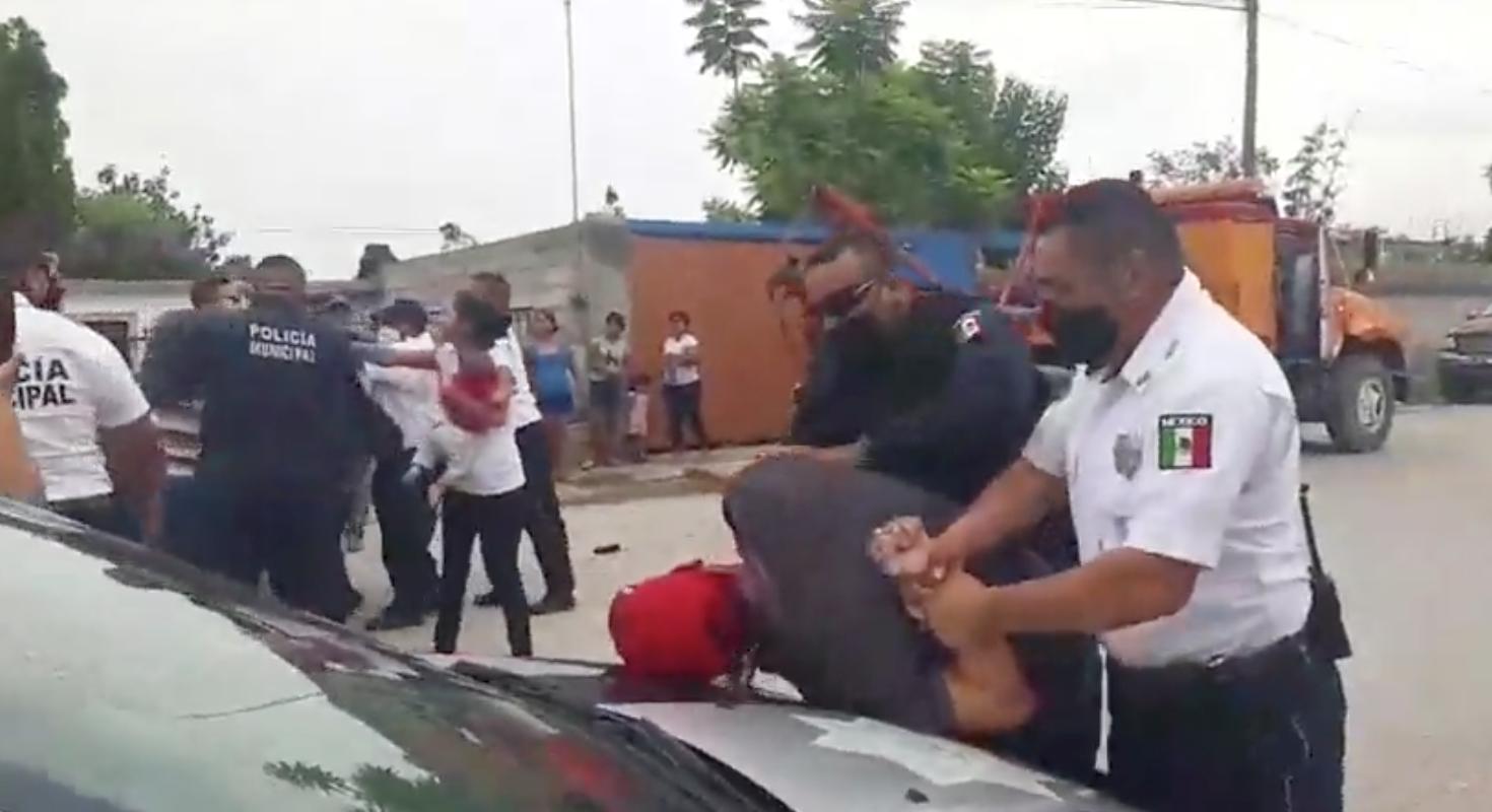 Vecinos de la col. Hipódromo golpearon a policías de Monclova; 5 personas fueron detenidas