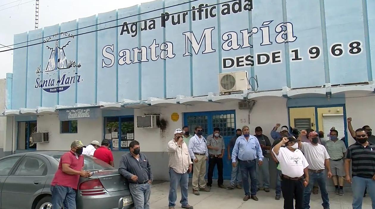 Por manifestarse despiden a diez trabajadores de Agua Santa María