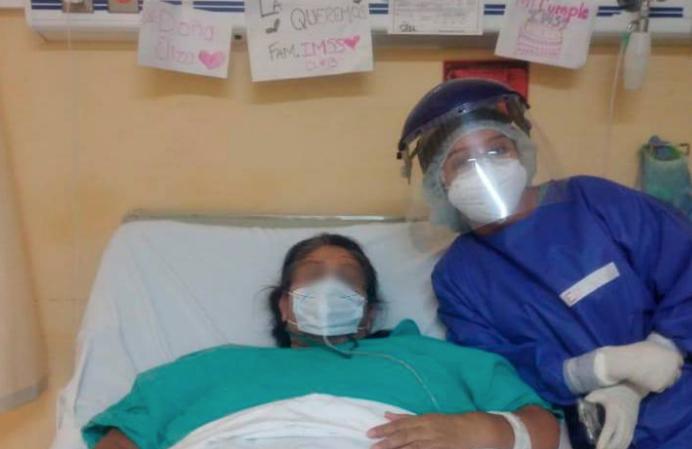 Festejan cumpleaños de Doña Eliza en el área COVID del Hospital de Acuña