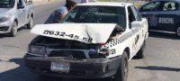 Choca camioneta contra taxi pasajera resulta lesionada en Monclova