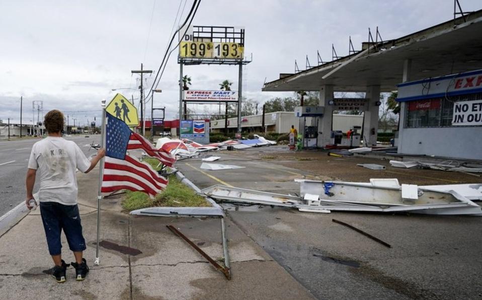 Estragos del huracán 'Laura' en EU; Inundaciones, apagones, destrozos y 6 muertos