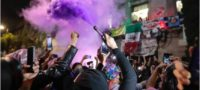 """Feministas celebran """"antigrito"""": queman piñata de AMLO y exigen justicia"""