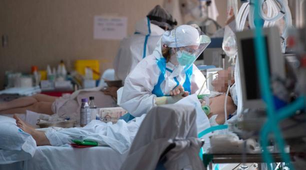 Pfizer y BioNTech aplicarán prueba COVID-19 a niños y personas con VIH