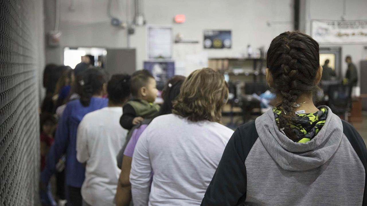 Acusan al Servicio Migratorio de EU de esterilizar a mujeres en sus centros de detención