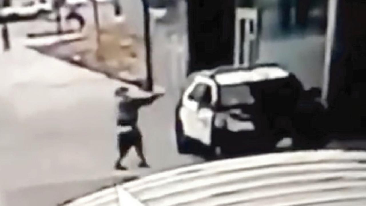 Trump amenaza con pena de muerte a atacante de policías en Los Angeles