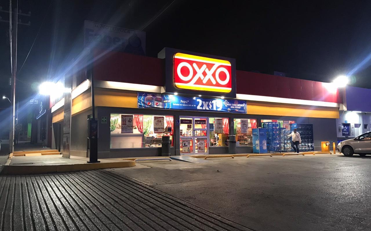 Asaltante de OXXO en Monclova huye con preservativos y cigarros, tras amenazar con navaja a la encargada