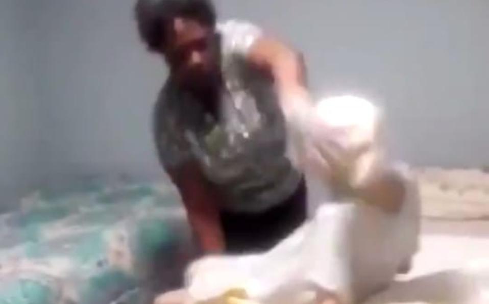 Captan a enfermera maltratando brutalmente a una abuelita en Estados Unidos