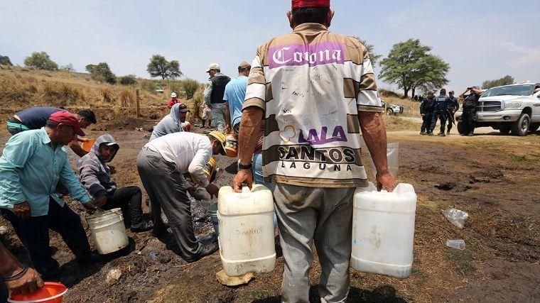 Los 'huachicoleros' ya no pagarán sus delitos: PEMEX le cobrará la gasolina robada a los consumidores