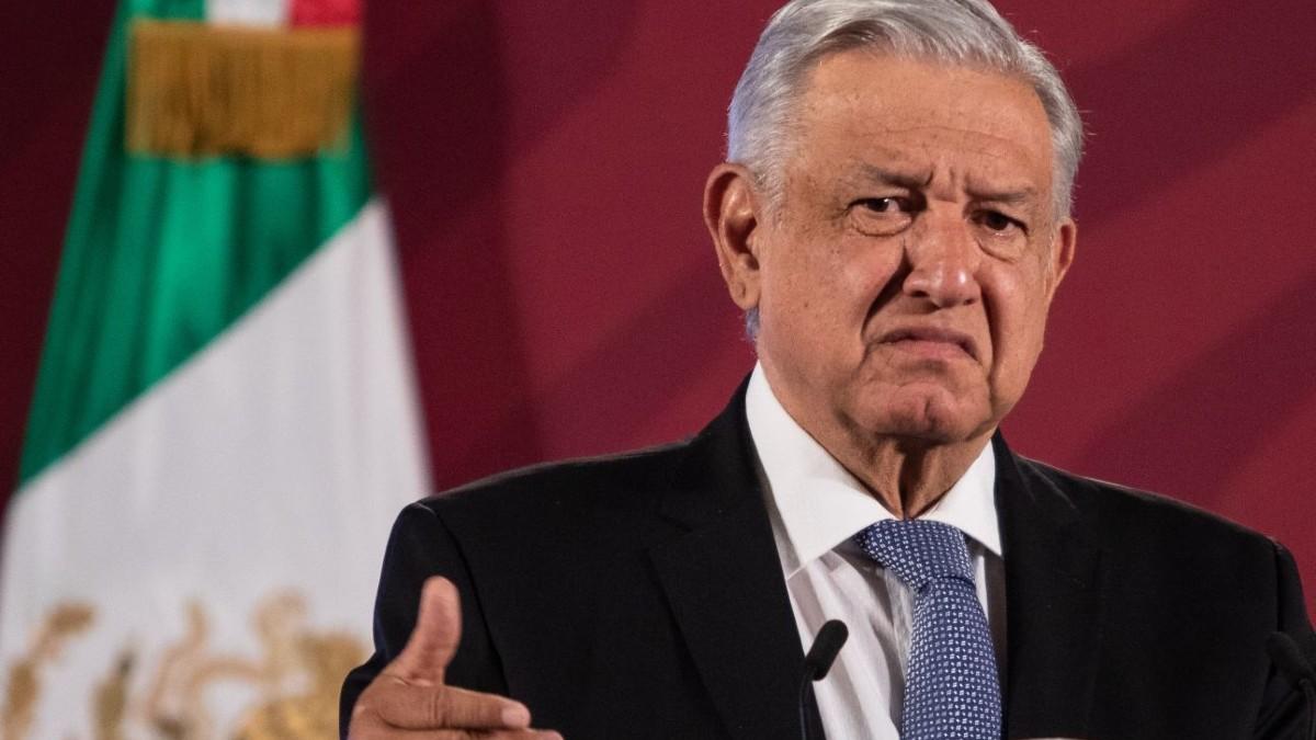 INE silencia a AMLO: exige que se retiren de TV y radio los spots de su 2do Informe de Gobierno