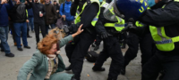Manifestación contra el confinamiento termina a golpes en Londres