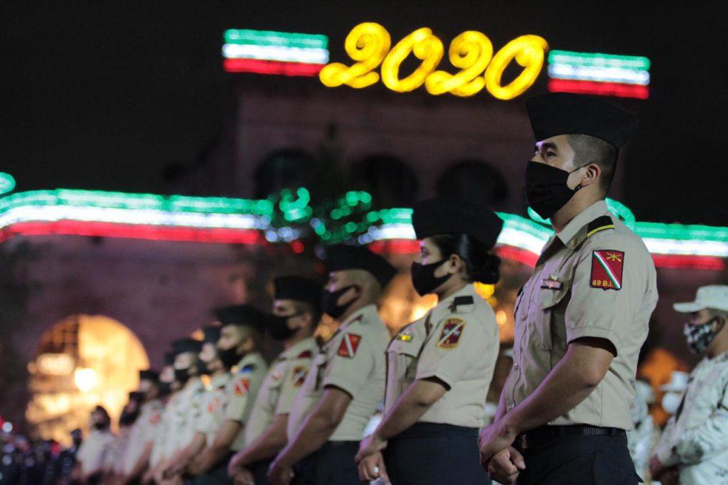 En la plancha de la  Plaza de Armas, 100 representantes de la Secretaría de la Defensa  Nacional