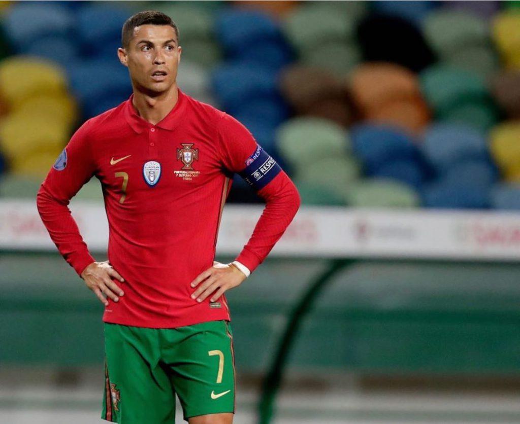 Tras contagio, Cristiano Ronaldo viaja a Turín, Italia en un avión ambulancia