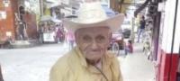Abuelito se emociona por su primera foto en Facebook