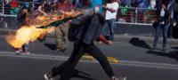 Anarquistas encapuchados atacan a policías en marcha por el aniversario de la matanza estudiantil del 68