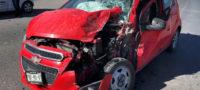 Se distrae joven de 21 años en el celular y se estrella contra una camioneta en Saltillo
