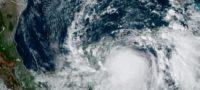"Clima Yucatán: Toca tierra huracán ""Zeta"" al norte de Tulum"