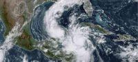 """""""Delta"""" toca tierra como huracán categoría 2 en Quintana Roo"""