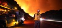 Más de 60 mil personas abandonan sus hogares por devastador incendio en California