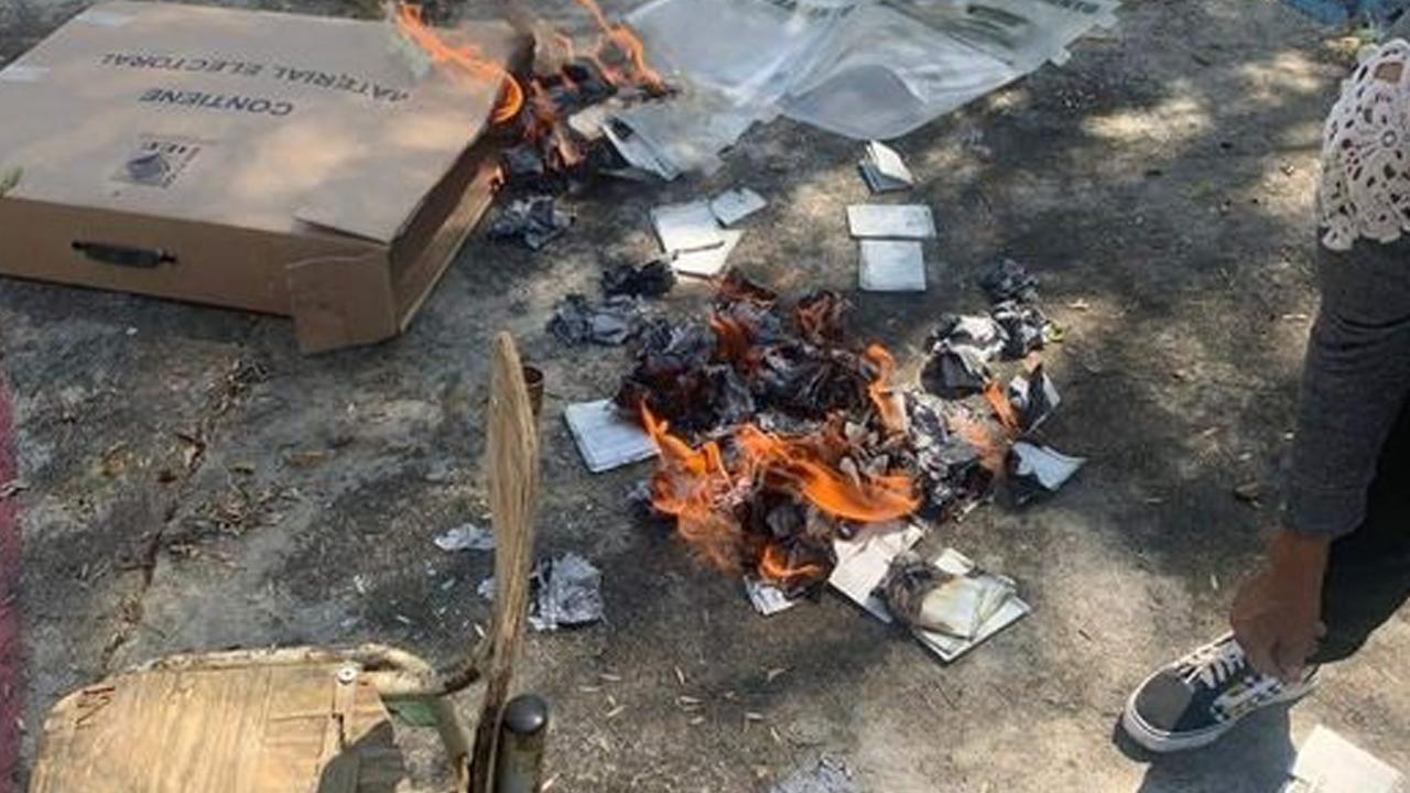 Sujeto armado quema casilla y material electoral en Hidalgo