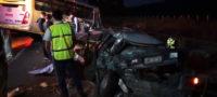 Muere aplastado por transporte de personal, mientras revisaba vehículos averiado en la carretera