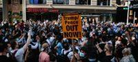 """Pese a COVID, decenas de personas en Nueva York salen a festejar la """"caída"""" de Donald Trump"""