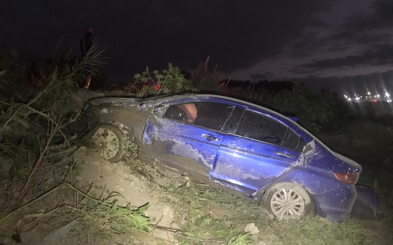 ¡Cae con automóvil al Rio Monclova!