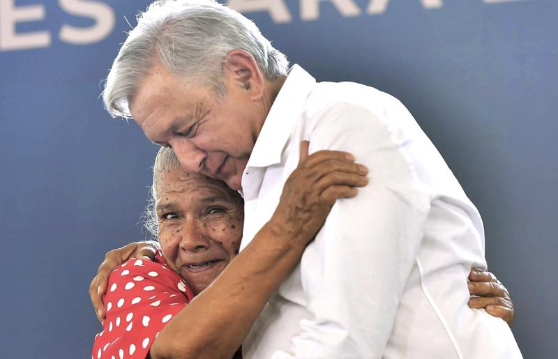 Para que México supere sus crisis financieras y de salud, debe de ayudarse primero a los pobres: AMLO