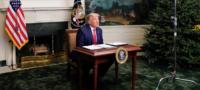 Usuarios de redes sociales se burlan de Trump luego de su discurso de Acción de Gracias en diminuto escritorio