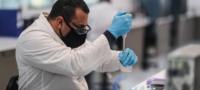 Astra Zeneca descubre que media dosis de su vacuna podría tener un 90% de efectividad contra el coronavirus