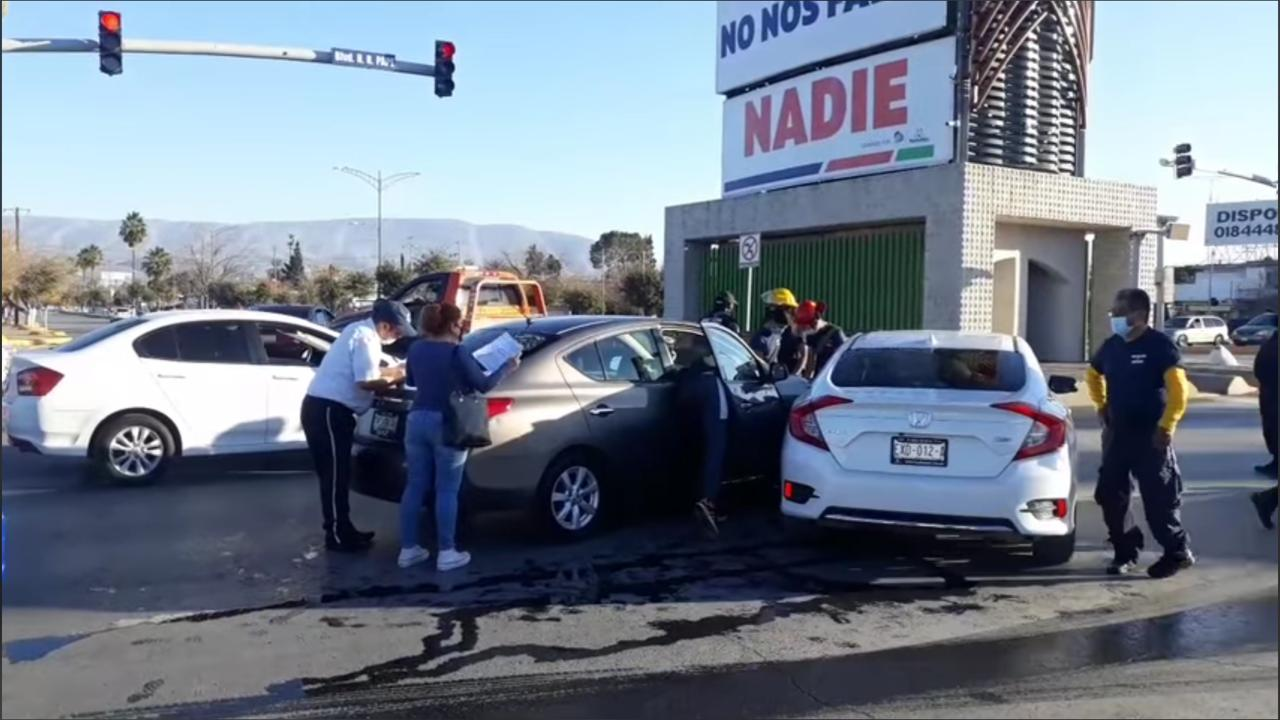 Policiaca: Genera caos vial aparatoso choque en Par Vial Madero y Bulevar Pape