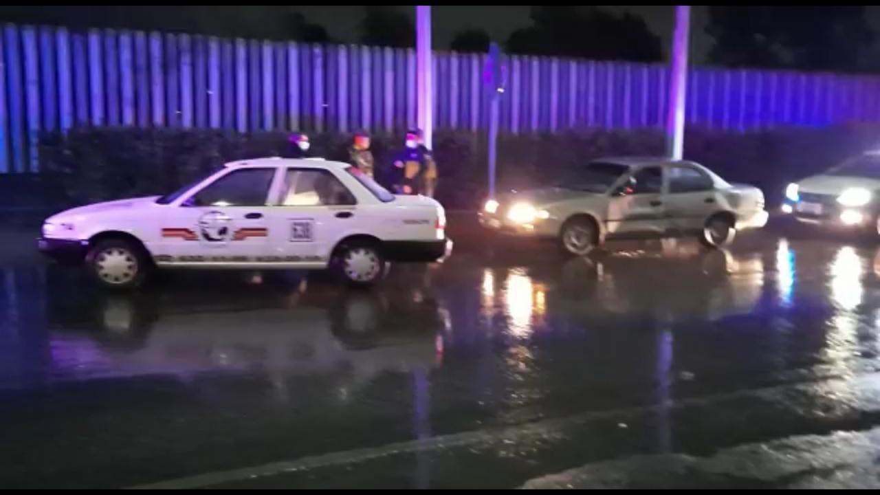 Policiaca: Choca por alcance a un taxi; dos personas resultaron lesionadas