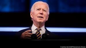Denuncia Biden 'farsa' en distribución de vacunas; afirma que en 12 días empieza la verdadera