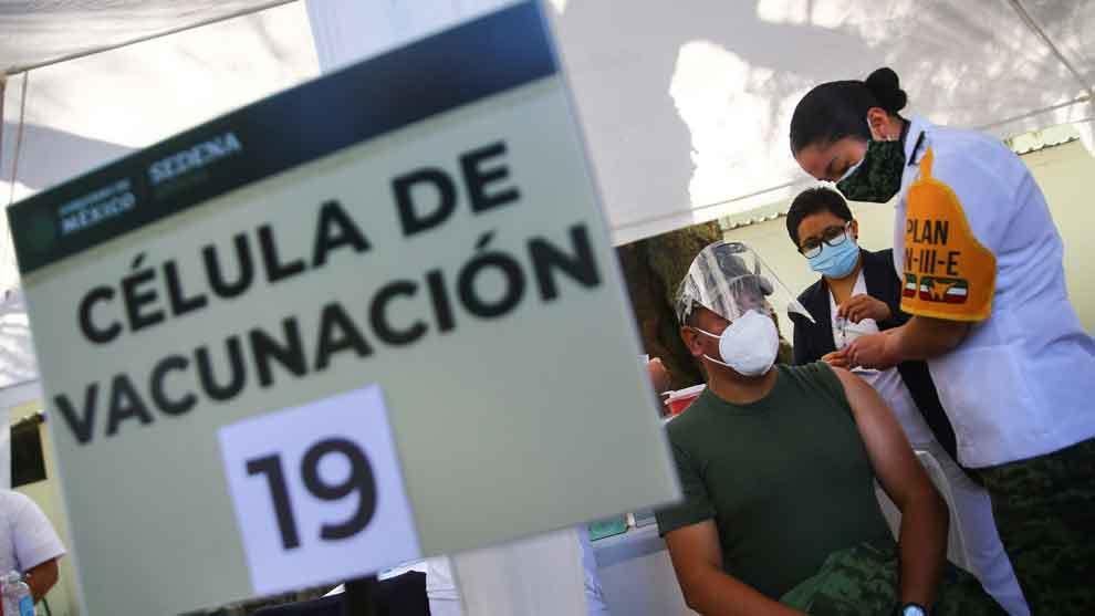 En 38 mil días alcanzaría México la 'inmunidad de rebaño', EU en tan solo 243: Senador