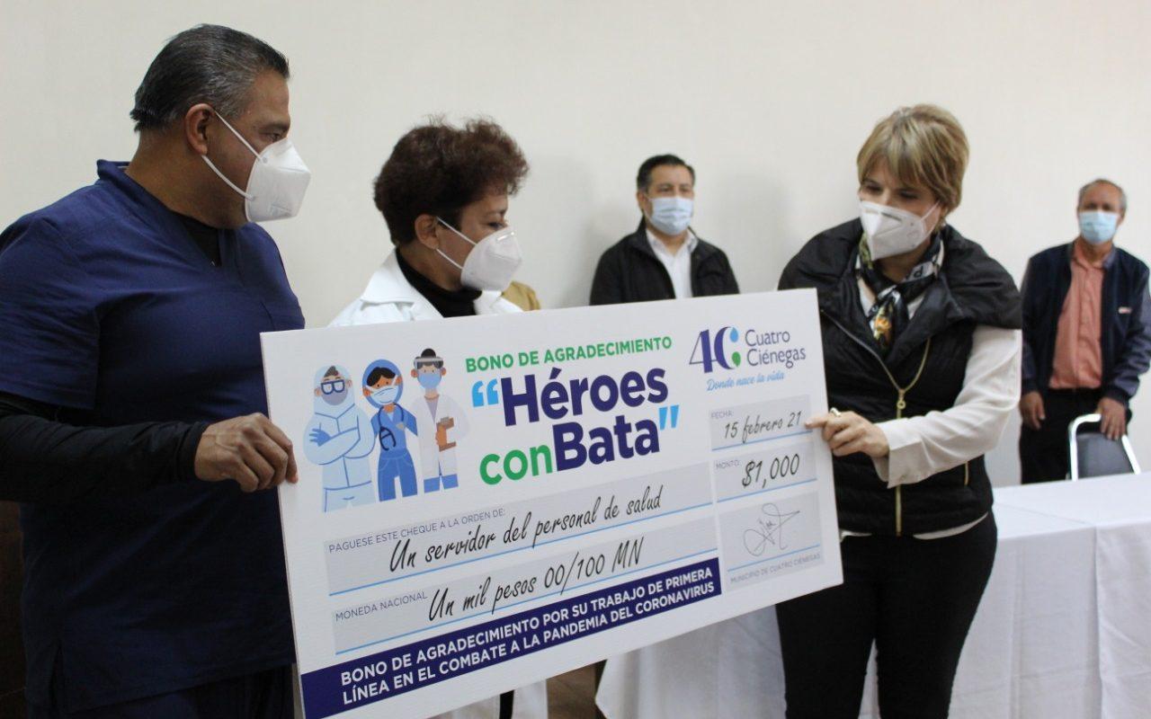Con el programa héroes con bata reconoce Yolanda Cantú labor de médicos