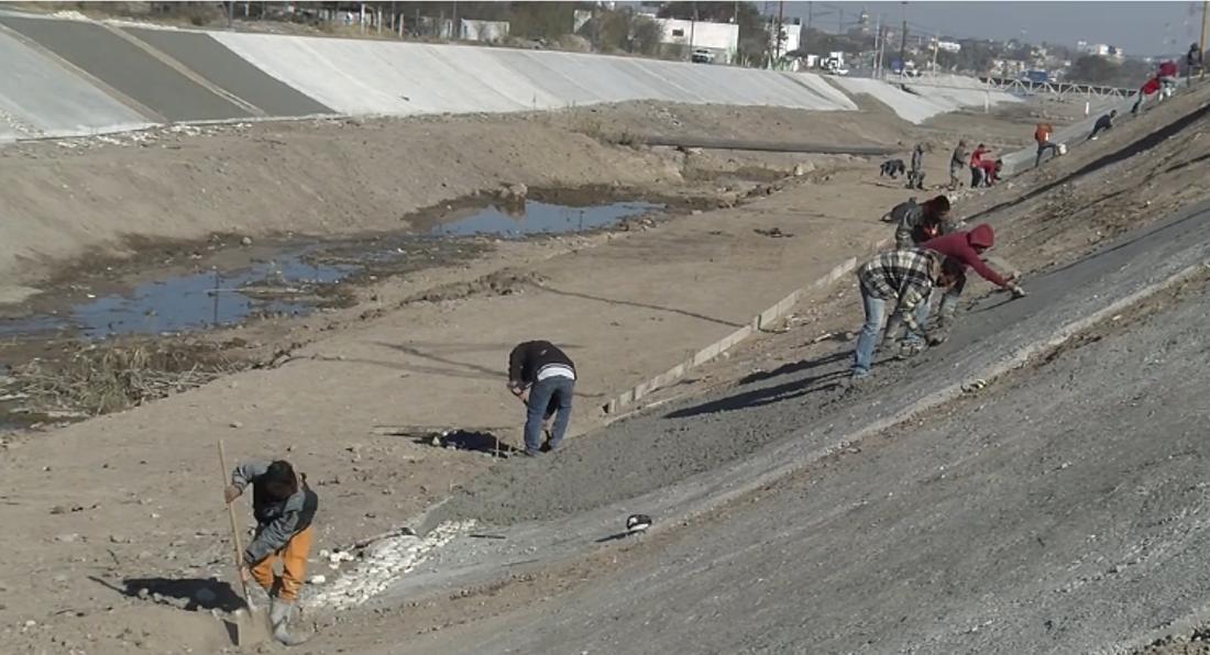 A través de sus manos, 300 trabajadores dan forma al futuro del rio Monclova