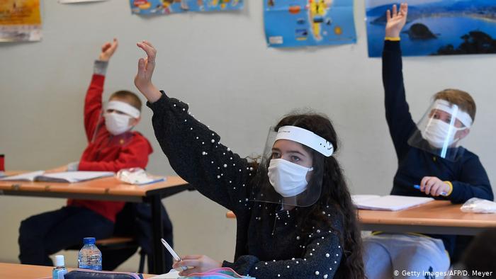 Regresarán escuelas privadas a clases presenciales el 1 de marzo; con o sin COVID-19