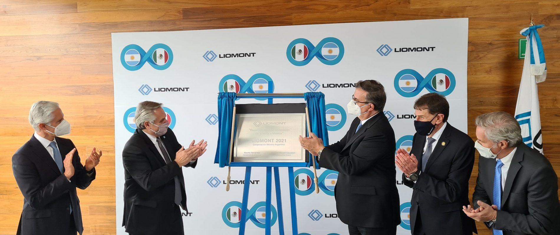 Visitan Ebrard y presidente de Argentina planta envasadora de vacunas antiCovid en México