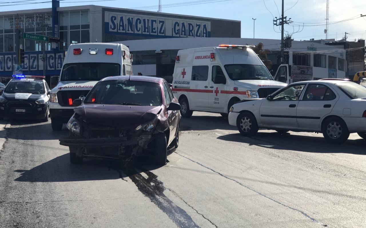 Policiaca: Dos lesionados tras aparatoso choque en calle San Miguel y Bulevar Pape de Monclova
