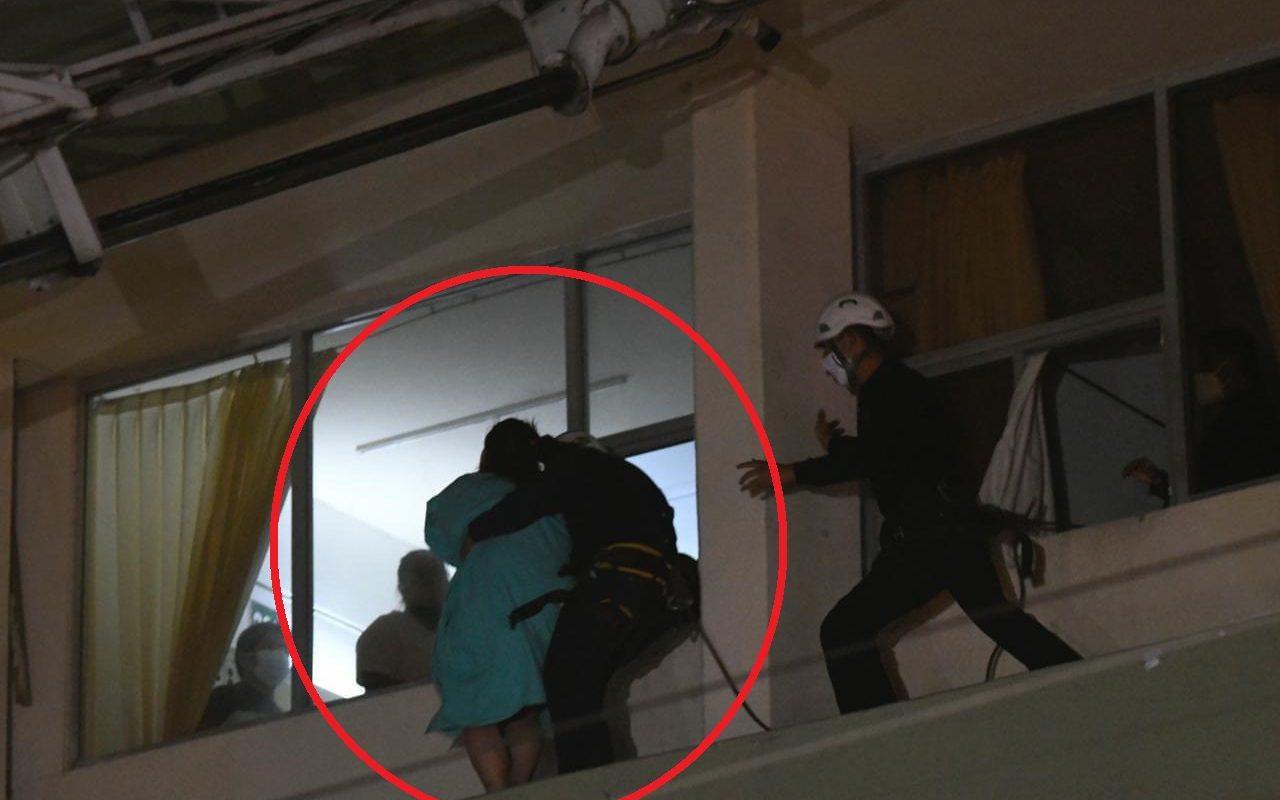 Rescatan a paciente COVID-19 que intentaba lanzarse del IMSS Saltillo; es de Monclova