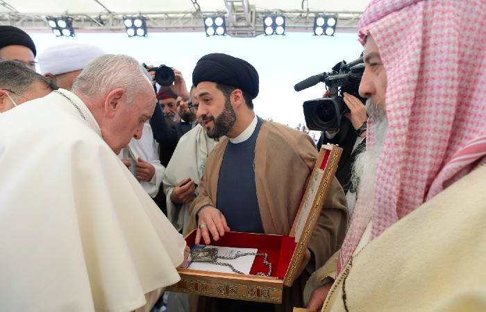 Papa Francisco y alto clérigo chií de Irak sostienen reunión histórica: visita cuna del profeta Abraham