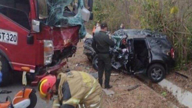 Muere niña de 5 años y su padre en fatal accidente; furgón choca de frente con camioneta