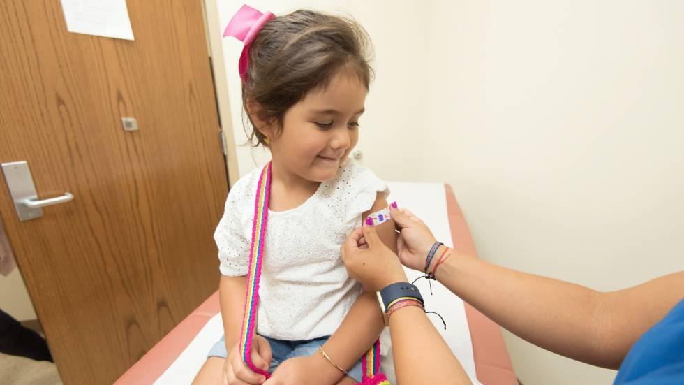 Pide Gatell a padres de familia vacunar a niños contra el Sarampión