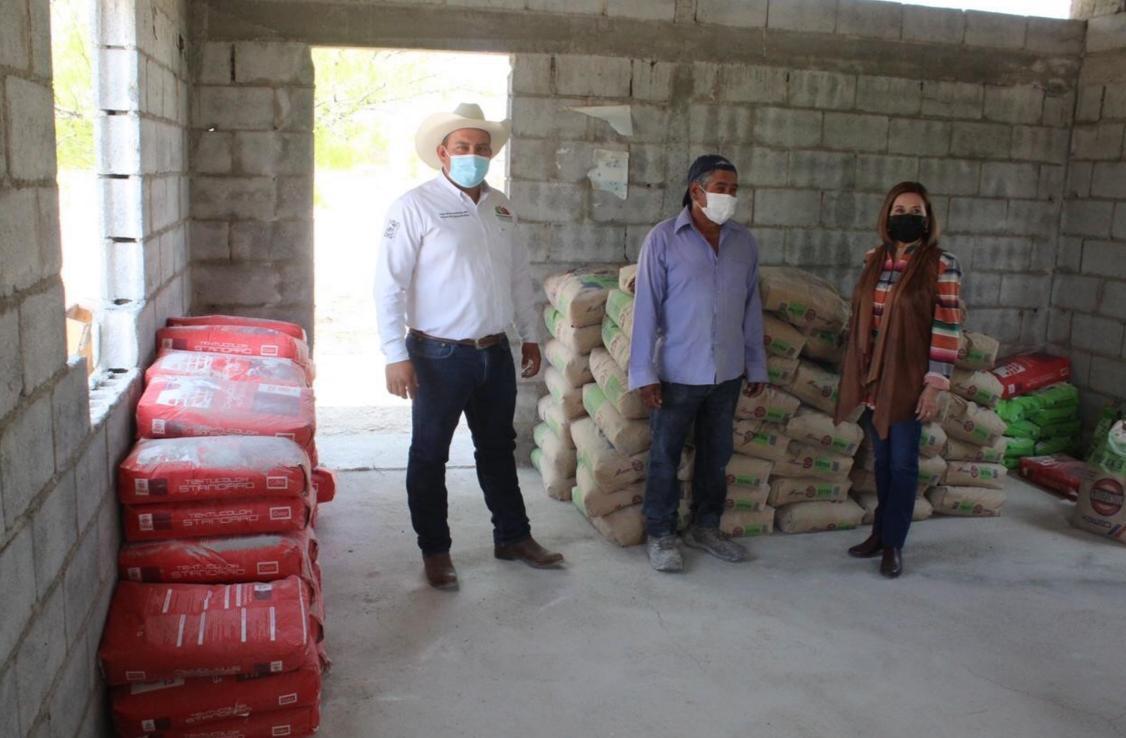 Apoya municipio en rehabilitación del salón ejidal en Rosa de Guadalupe
