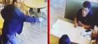 Hombre irrumpe en restaurante para ejecutar a su esposa y a su amigo