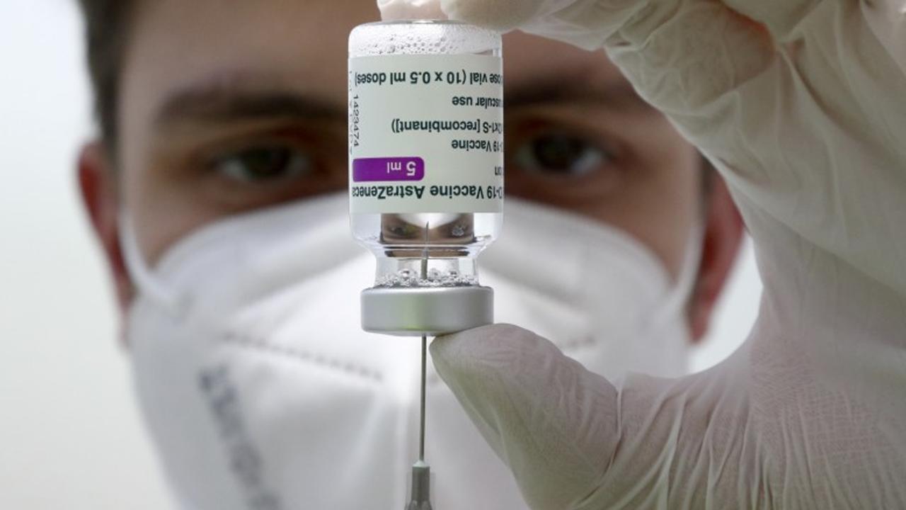 Australia detiene restringe vacunación con dosis de AstraZeneca a personas menores de 50 años